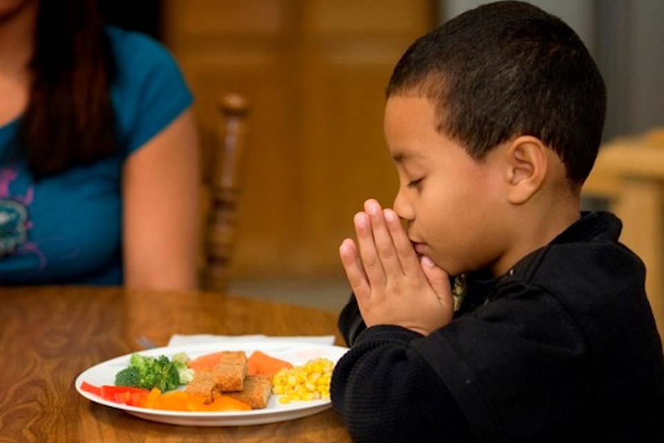 Children praying at dinner