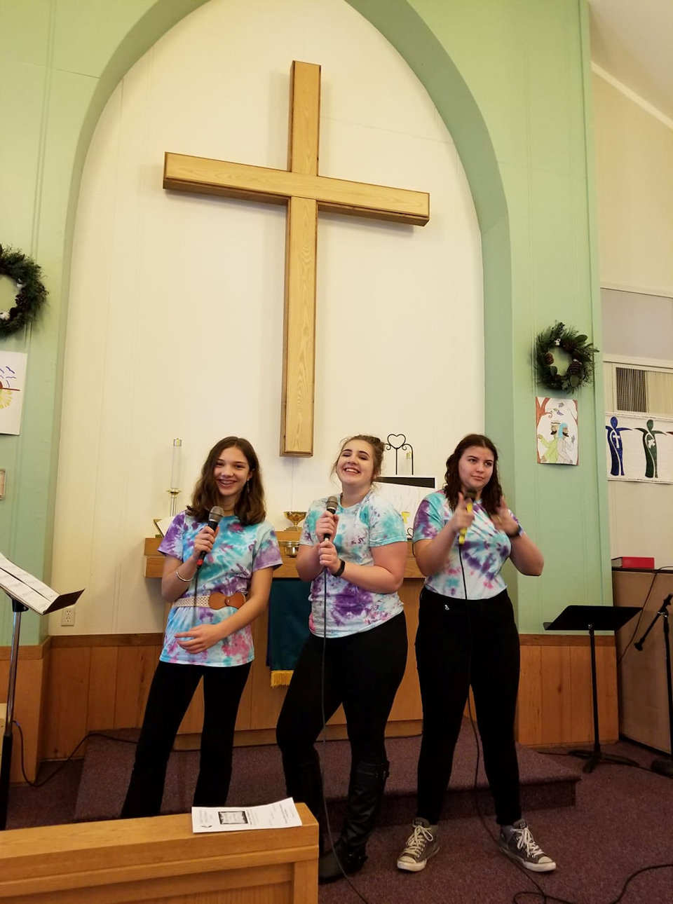 Youth lead worship at Bellaire UMC