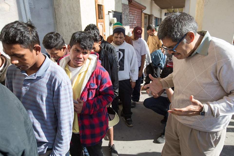 Mexico's Methodist Bishop prays with migrants