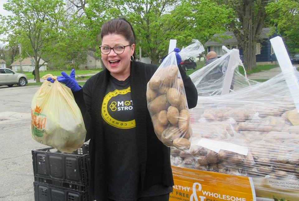 Woman distributing potatoes