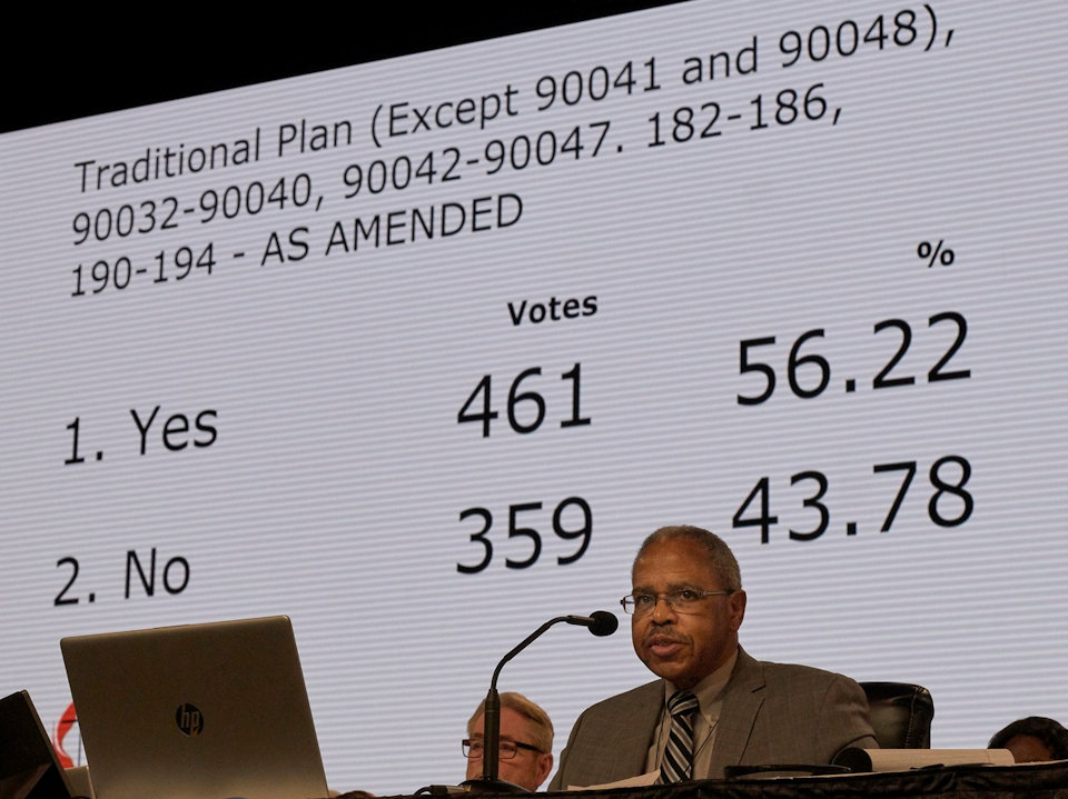 Screen shows the vote to send the Traditional Plan for Tuesdy vote.