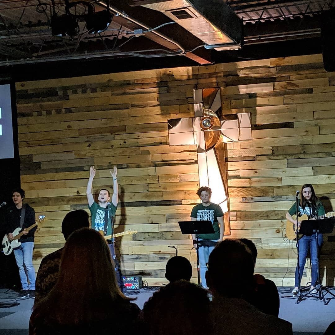 College students lead worship in Allendale