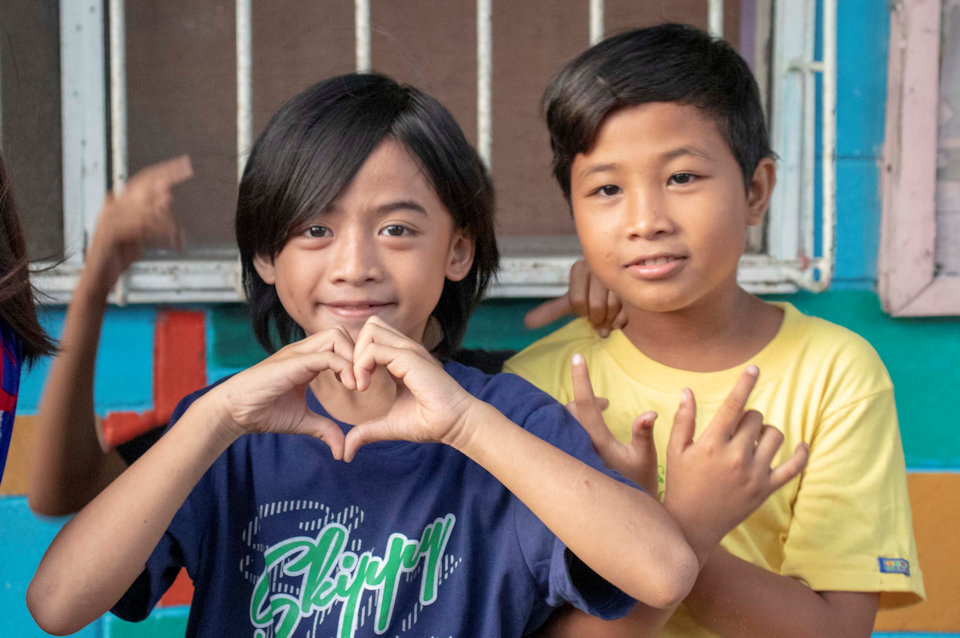 Two filipino children at the revival