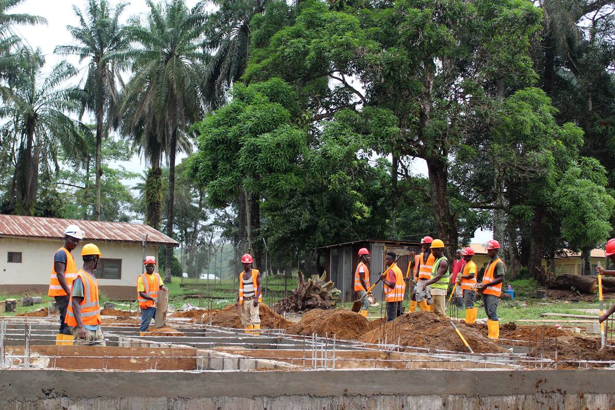 Workers expand Ganta Hospital facilities
