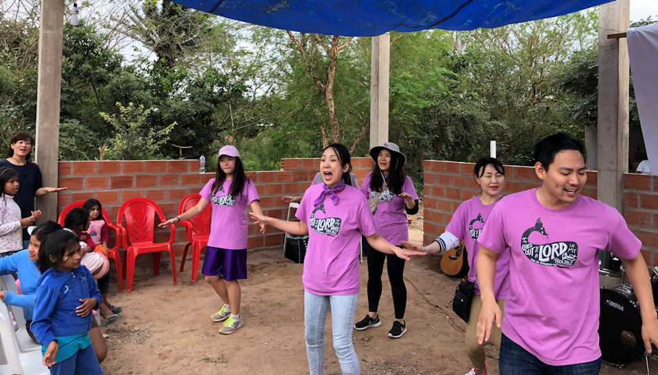 Volunteers from Detroit lead a VBS in Bolivia