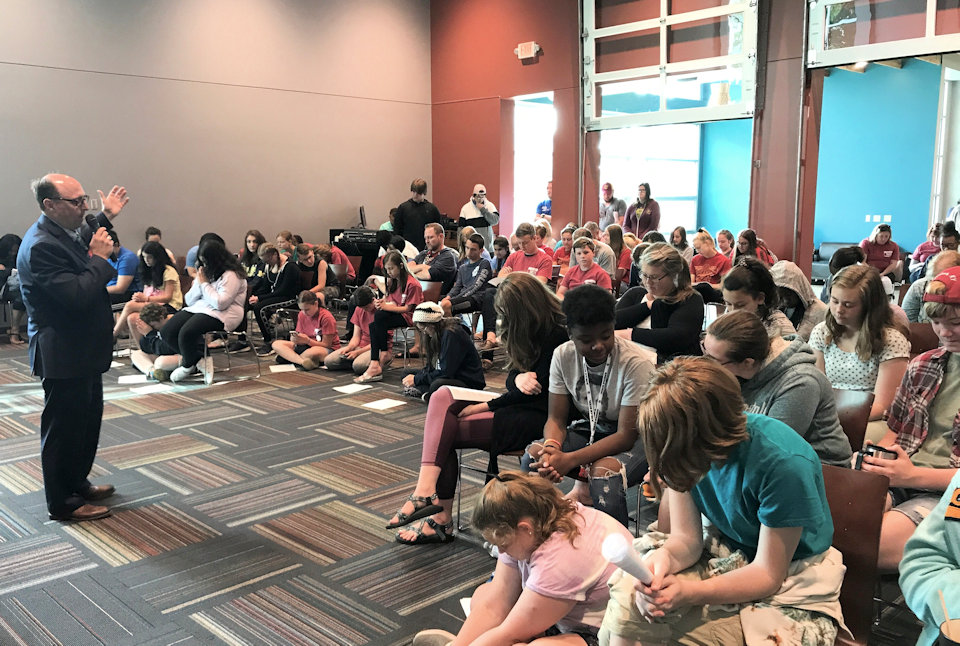 Bishop Bard blesses Michigan participants to Youth 2019