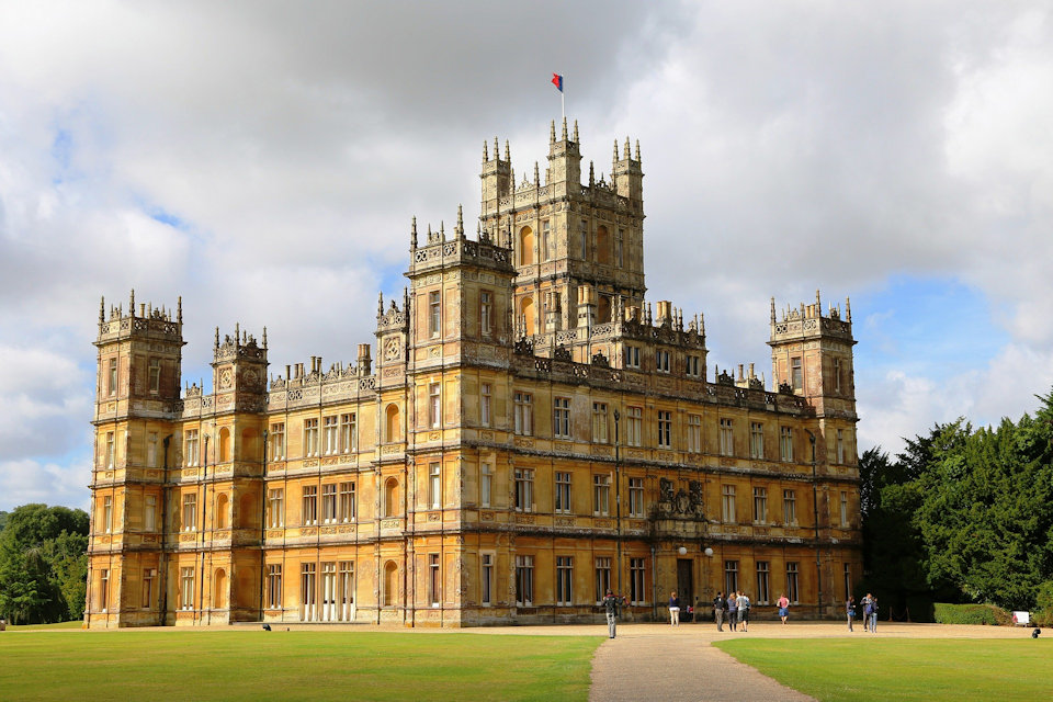 Highclere Castle is the scene of the movie Downton Abbey