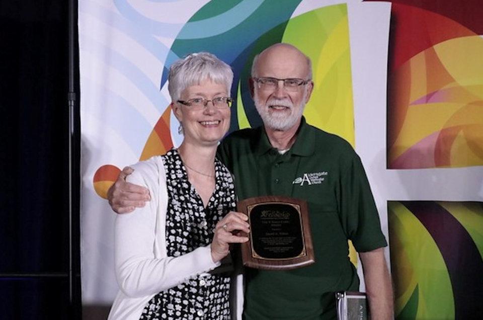 Dave Wiltse receives award.