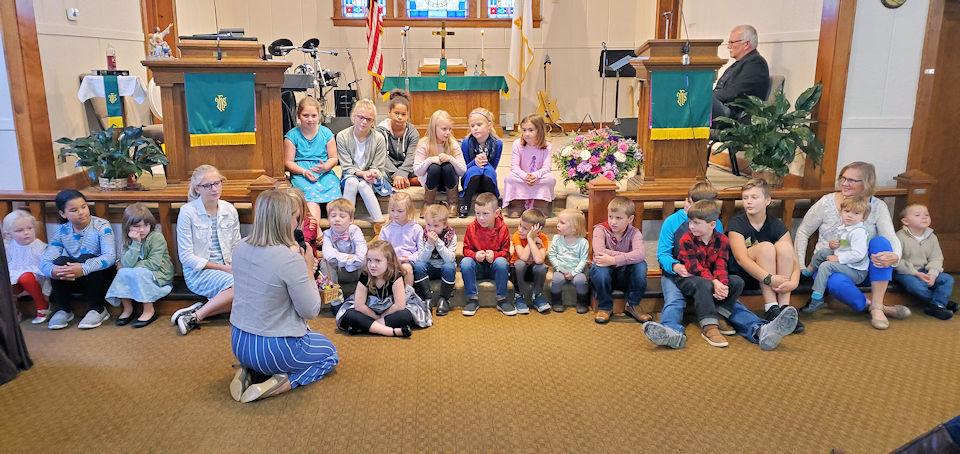 Children in the chancel of Pickford UMC
