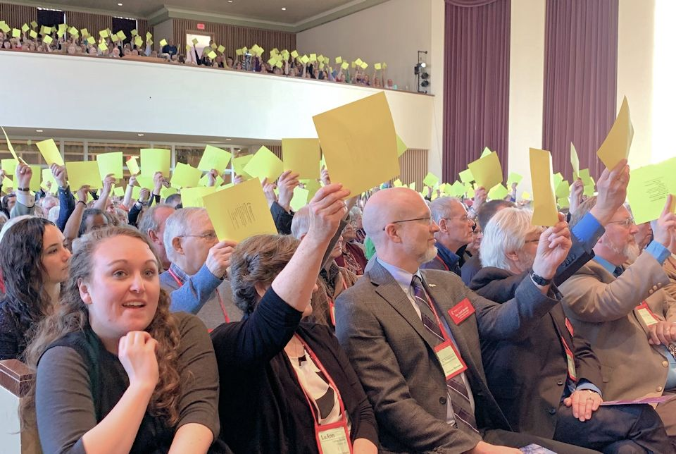 Members raising cards for a procedural vote