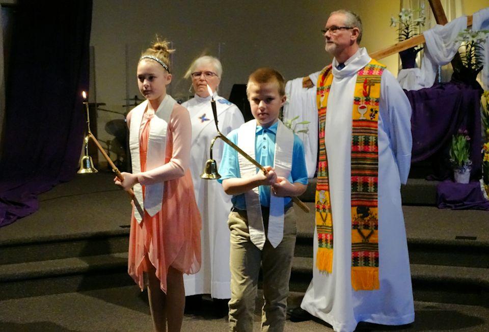 Worship at Portage Chapel Hill Church