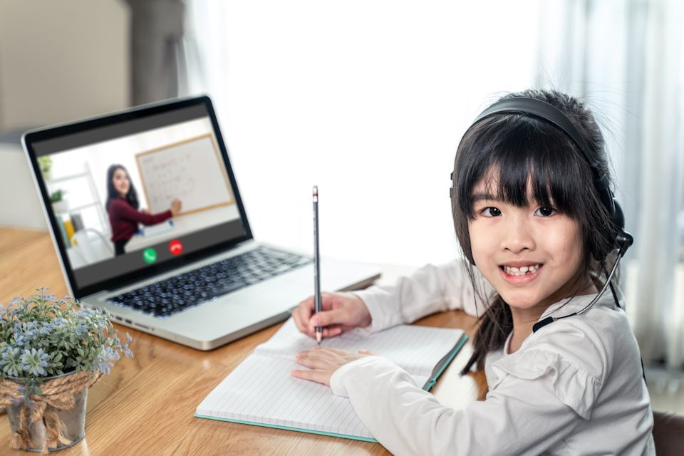 Hopeful child learning online