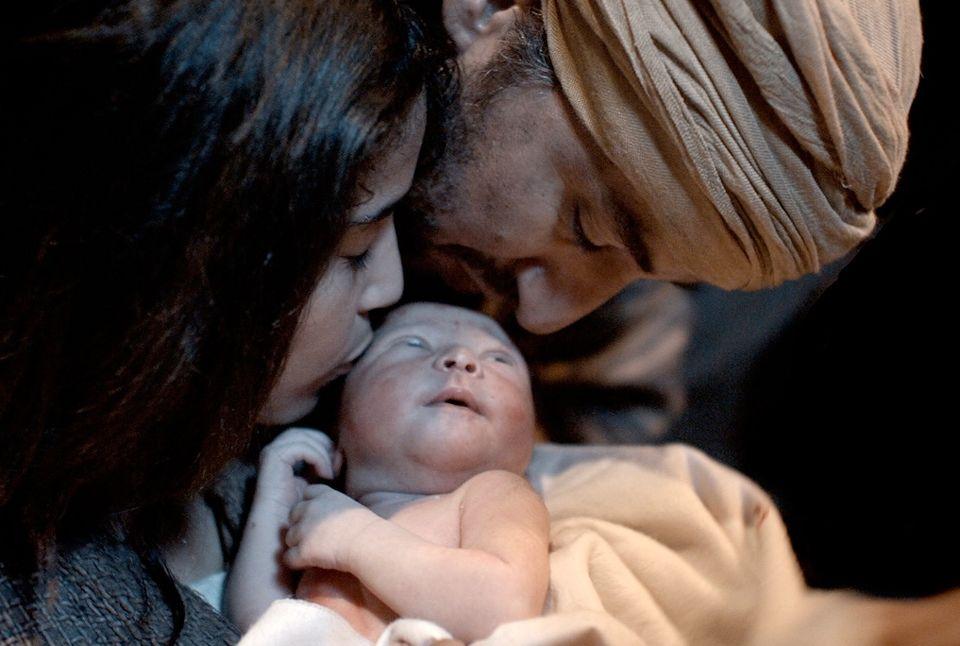 Jewish family welcomes Baby Jesus