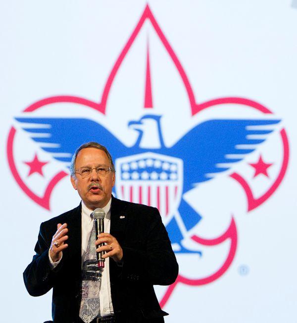 Gil Hanke, UMMen supports scouts