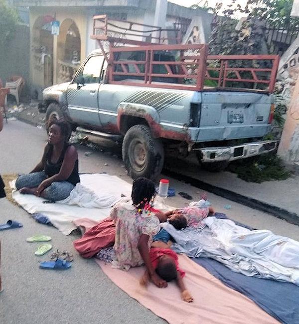 Earthquake victims in Haiti in the street